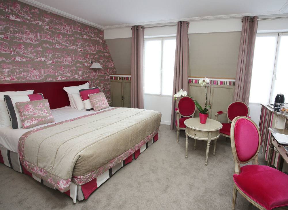 Bedroom red property Suite cottage