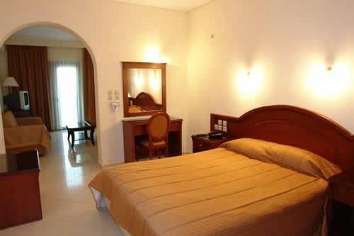 Bedroom property Suite cottage wooden