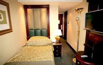 property Suite cottage vehicle Bedroom