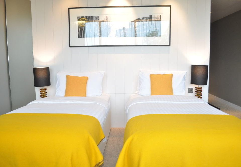 property Suite yellow cottage Bedroom