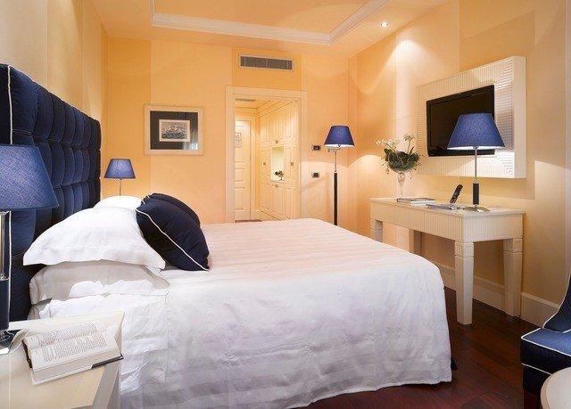 property Suite scene Bedroom cottage