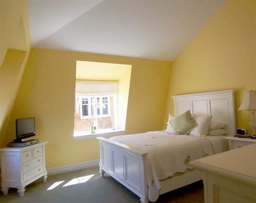 property Bedroom yellow cottage Suite