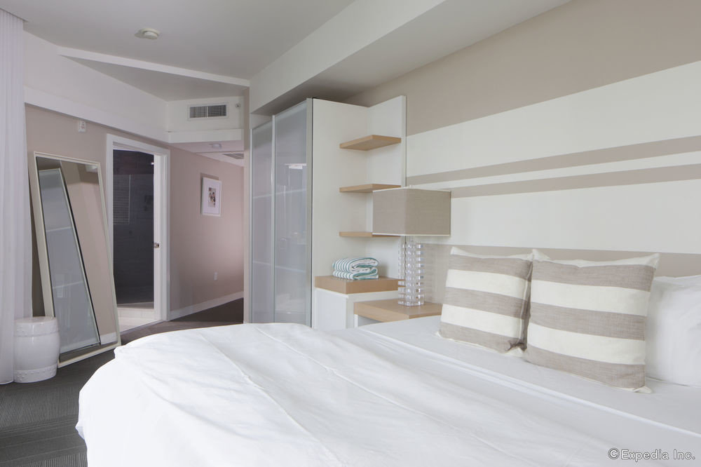 property white Bedroom cottage Suite