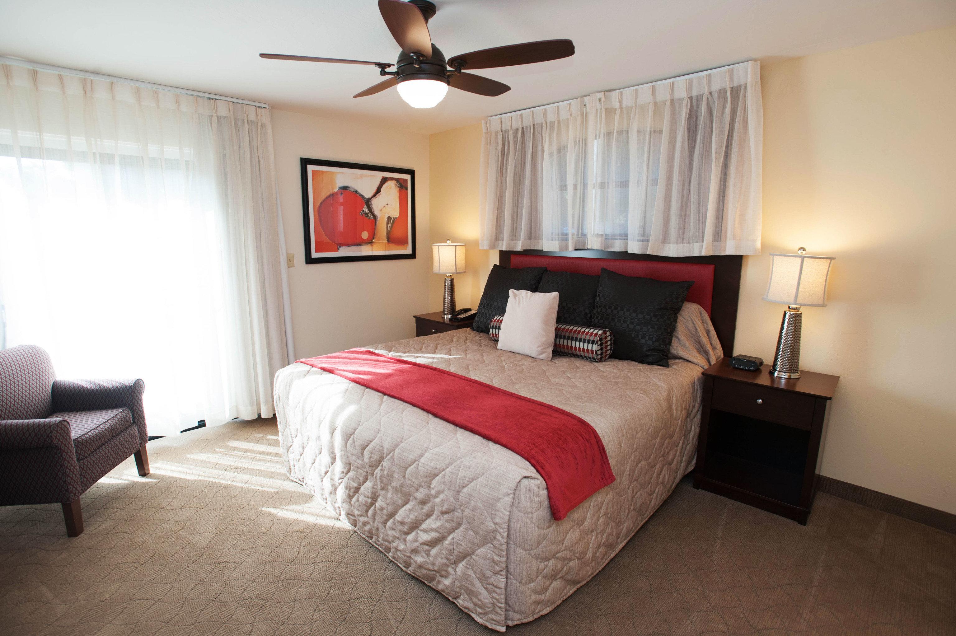 sofa Bedroom red property Suite cottage