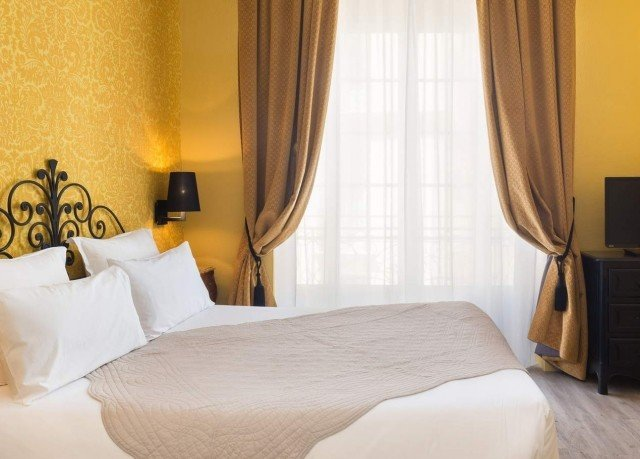 curtain Bedroom property Suite
