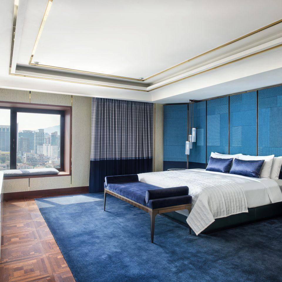 Suite Bedroom daylighting penthouse apartment flooring interior designer