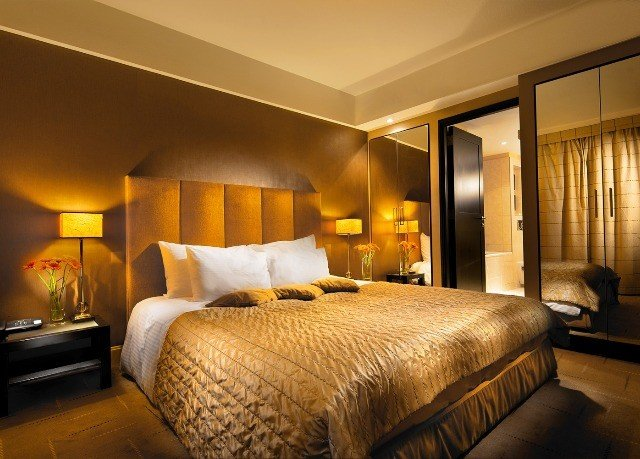 sofa Bedroom property Suite double tan