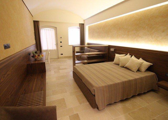 property Suite hardwood Bedroom wood flooring flooring