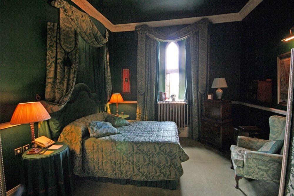 property home Bedroom Suite green lamp