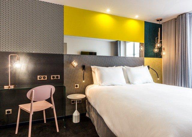 Bedroom property Suite night lamp