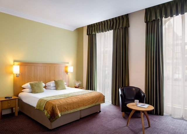 Bedroom property Suite lamp