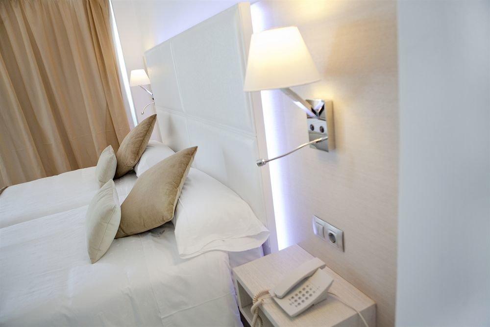 property Suite lighting white Bedroom tan