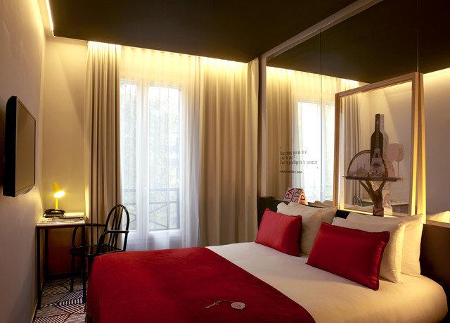 sofa red property Suite Bedroom