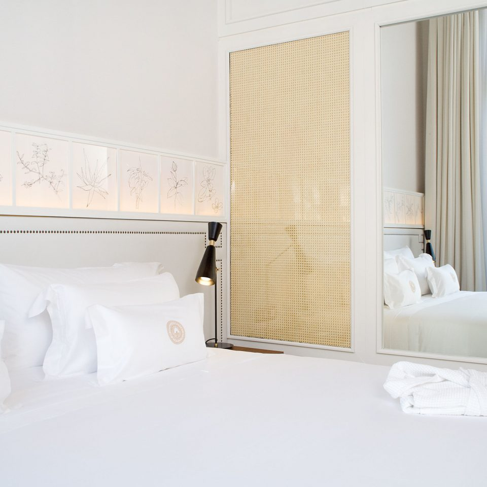 property Bedroom white Suite