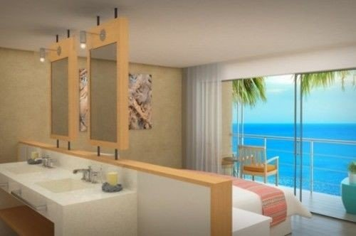 bathroom property Suite condominium Villa cottage Bedroom tub