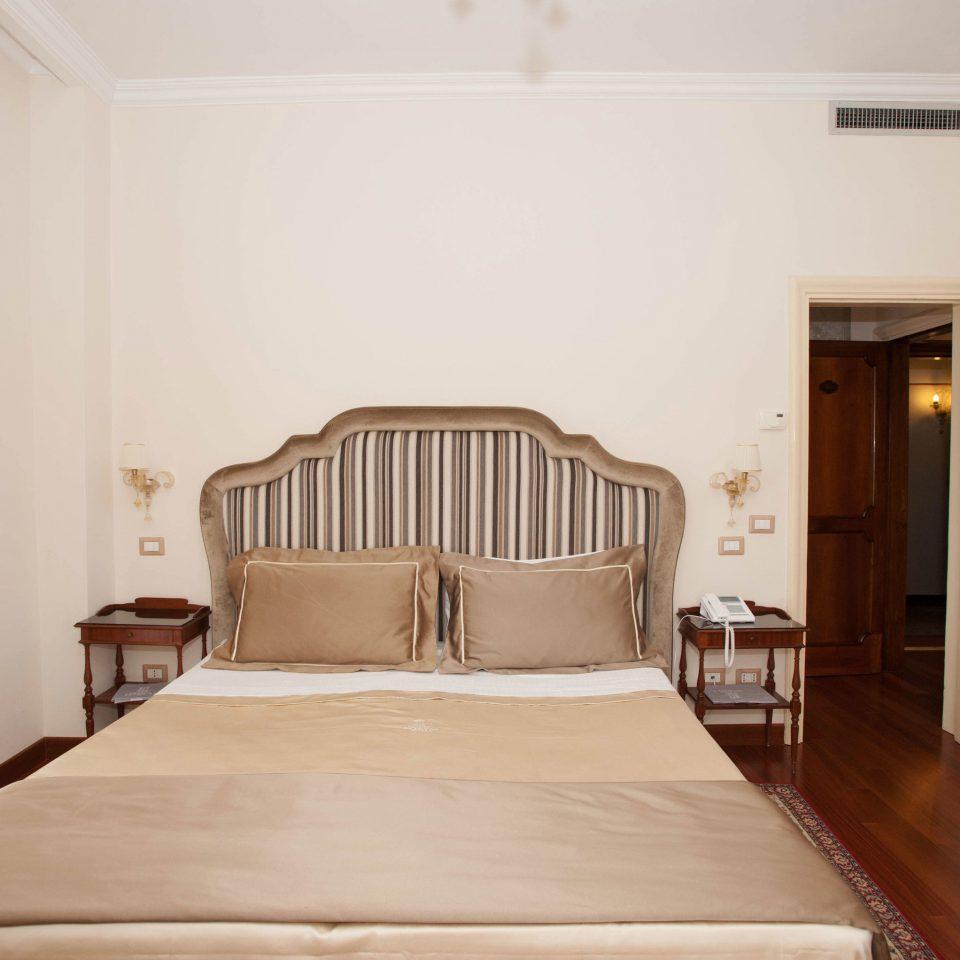 property Bedroom Suite cottage Villa bed frame