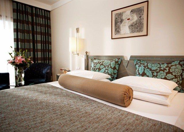 sofa property Bedroom Suite cottage hardwood bed sheet living room Villa bed frame tan
