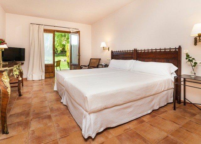 property Bedroom Suite hardwood bed frame cottage Villa bed sheet