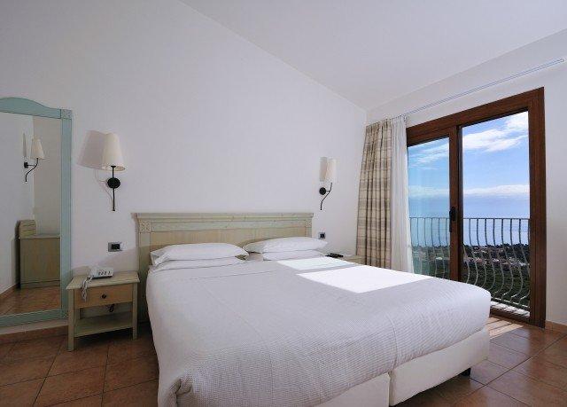 Bedroom property cottage Villa Suite bed frame