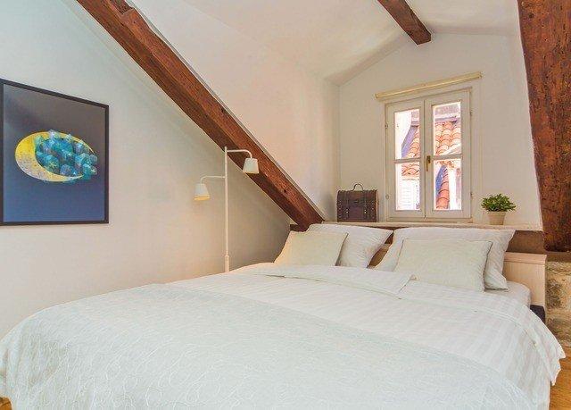 property Bedroom white pillow cottage Suite Villa bed frame
