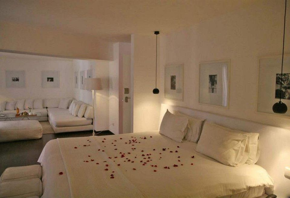 property Bedroom cottage Suite Villa bed frame