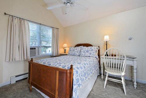Bedroom property cottage hardwood Suite Villa bed frame farmhouse