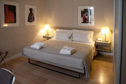 Bedroom property Suite cottage hardwood bed frame Villa