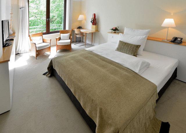 property Suite Bedroom cottage hardwood bed sheet living room Villa flooring