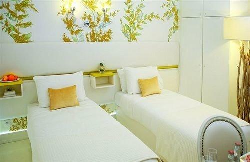 property Suite cottage Bedroom bed sheet Villa