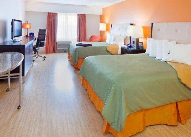 property Suite Bedroom cottage bed sheet Villa