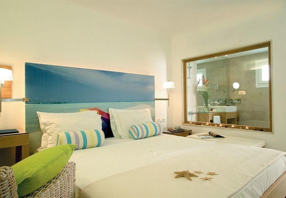 Bedroom property pillow Suite green cottage condominium Villa living room bed sheet colored