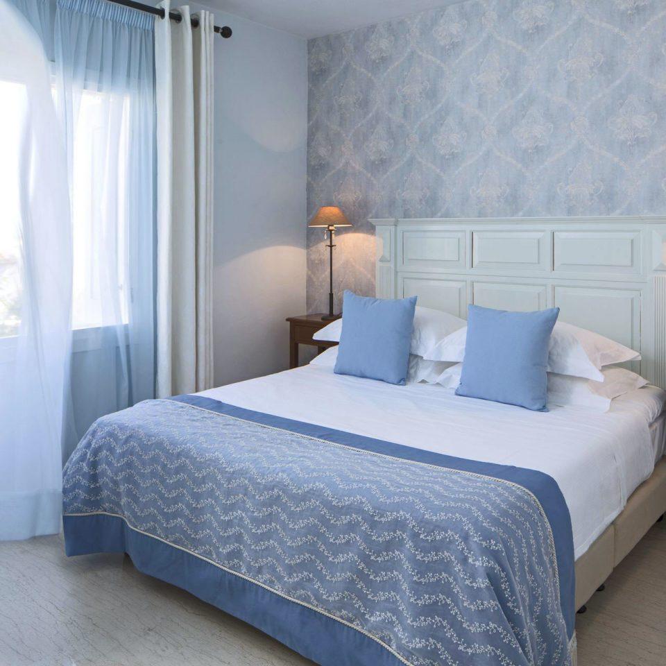 Bedroom property Suite cottage bed sheet Villa lamp