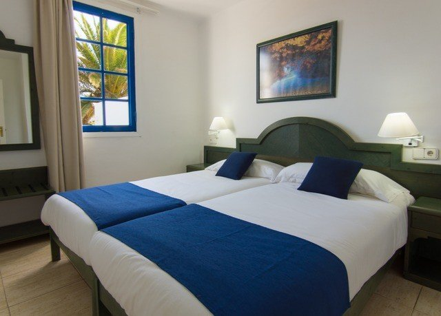 property Bedroom cottage Suite blue Villa bed sheet