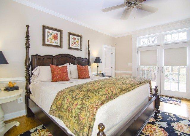 Bedroom property cottage home bed sheet Suite Villa farmhouse