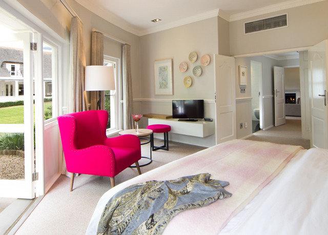 property living room Bedroom home hardwood cottage Suite Villa condominium bed sheet mansion