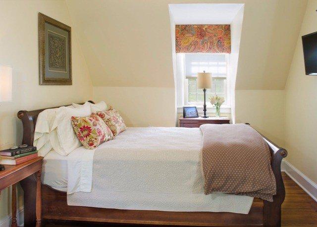 property Bedroom cottage Suite hardwood Villa bed sheet