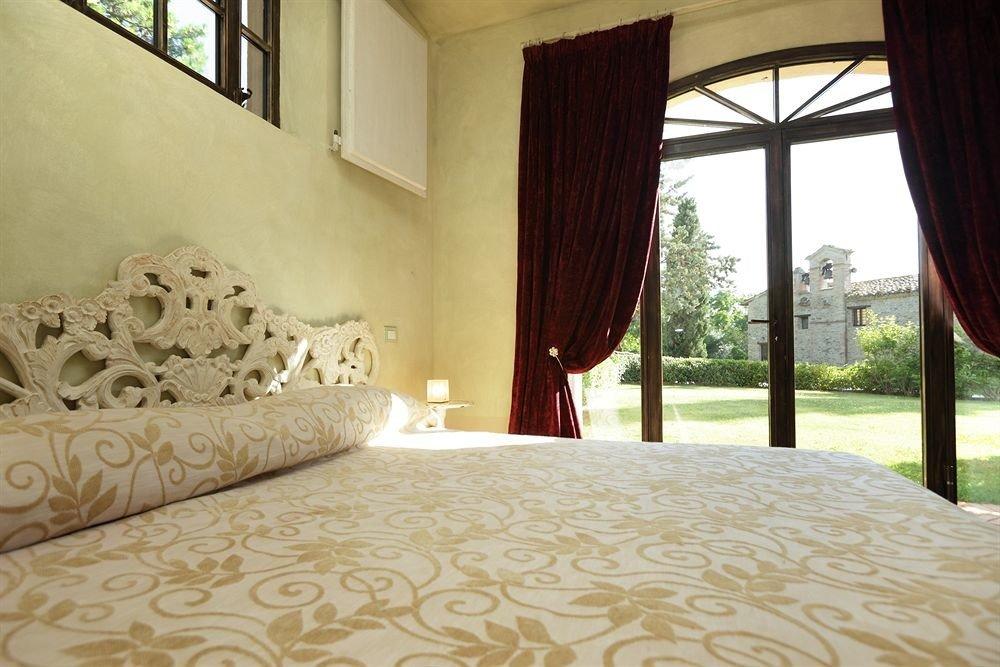property Bedroom Villa Suite white cottage mansion bed sheet bedclothes