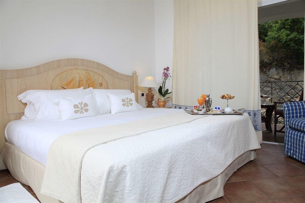 property Bedroom Suite cottage bed sheet Villa