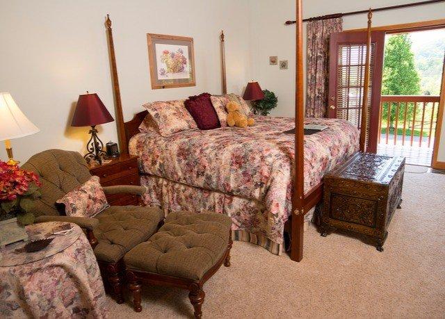 sofa property Bedroom living room cottage home hardwood farmhouse Villa bed sheet Suite