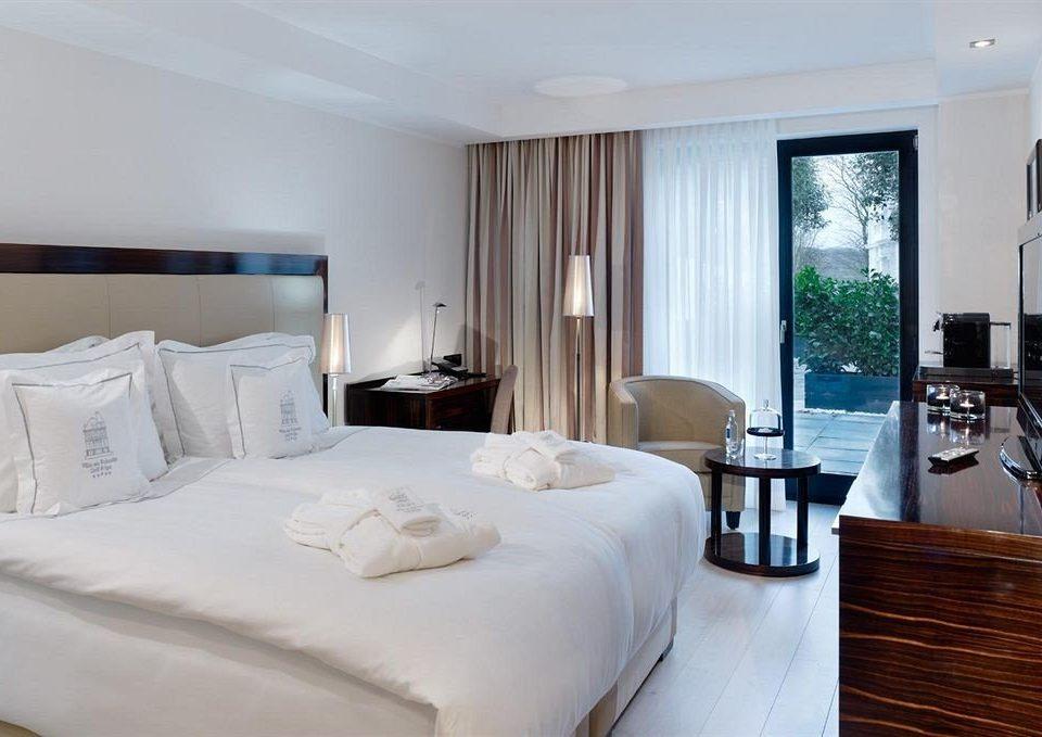 property Bedroom Suite white cottage big condominium Villa