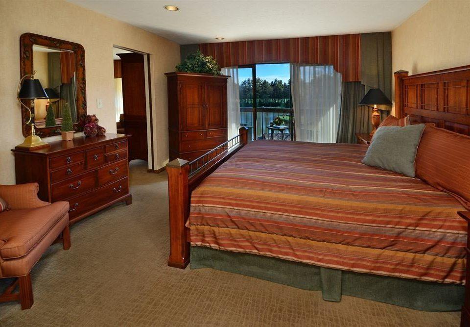 Bedroom property Suite hardwood cottage recreation room home Villa mansion living room billiard room