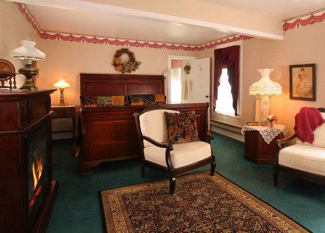 property Suite living room recreation room home Villa cottage mansion billiard room lamp Bedroom