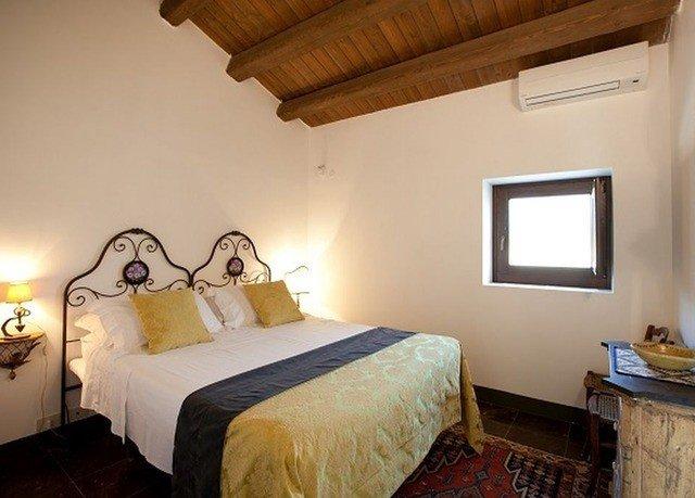 property Bedroom building cottage Villa Suite farmhouse