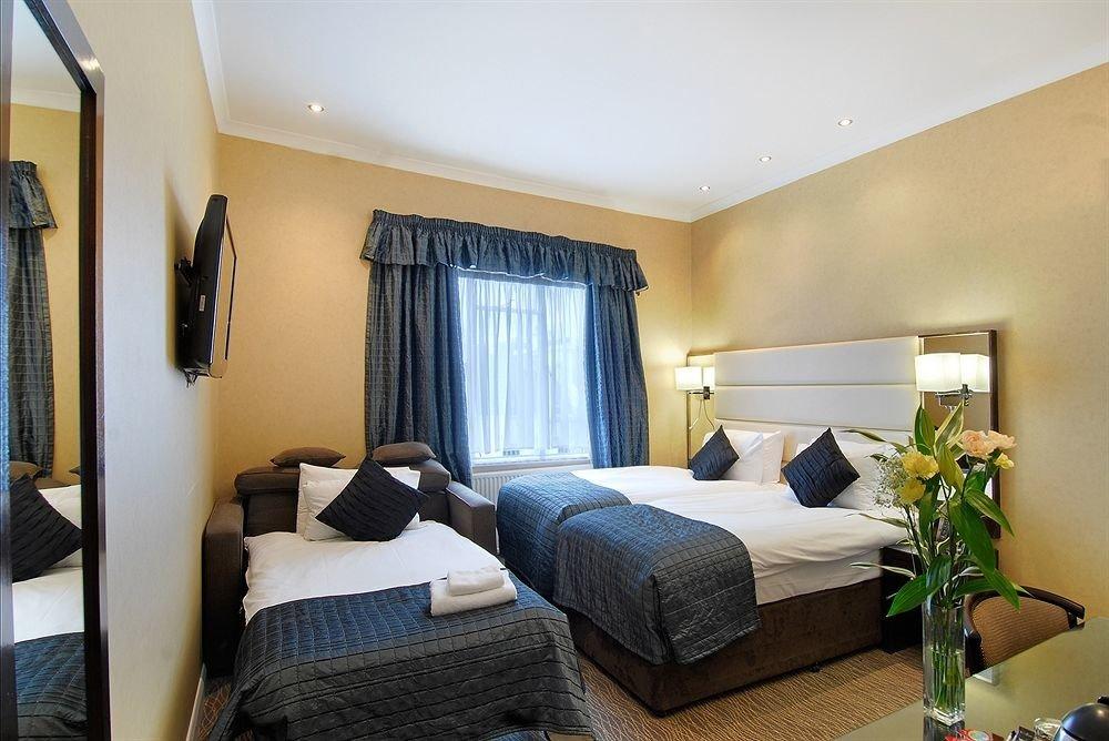 property building Suite condominium home cottage Bedroom living room Villa