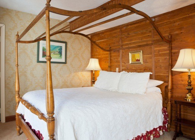 property building cottage Bedroom wooden Suite farmhouse Villa