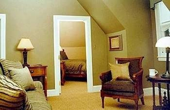 property building Suite cottage home living room Villa Bedroom