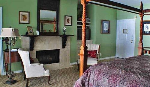 sofa property building cottage home living room condominium Suite Bedroom Villa
