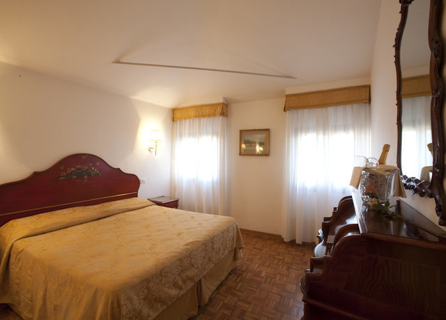 Bedroom property building cottage Suite Villa