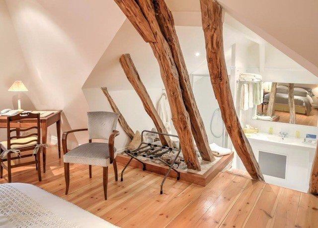 chair property hardwood wooden living room home wood flooring Suite cottage Villa laminate flooring flooring Bedroom dining table