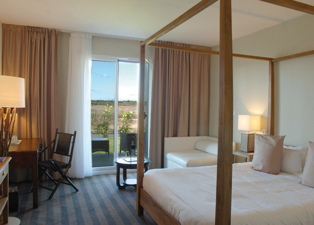 Bedroom property chair Suite condominium living room cottage Villa nice lamp flat